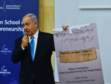 Netanyahu and the ancient Jerusalem receipt. Photo courtesy of Kobi Gideon / GPO